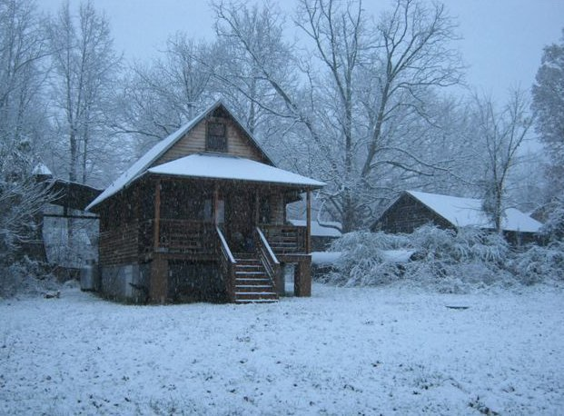 33be35b611a Mike s tiny home in the snow