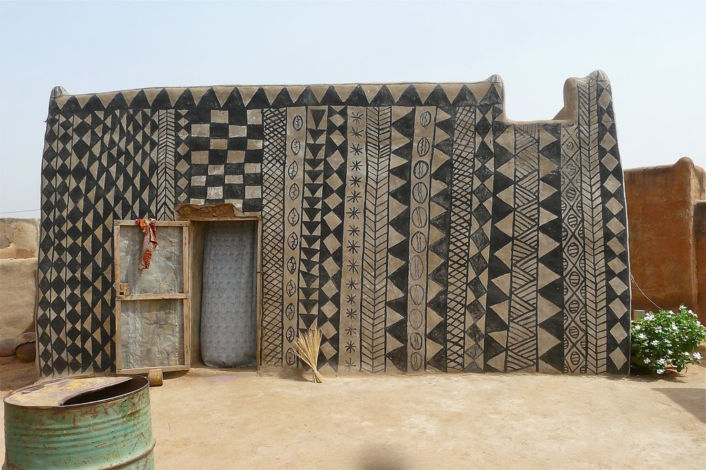 532b1541e06 Highly Decorated African Mud Homes