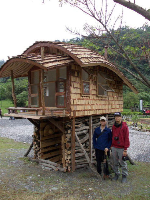 Tiny Curved House in Taiwan